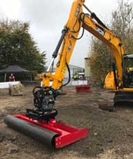 JCB JS130 digger with grading beam