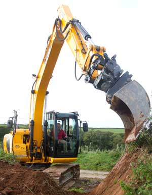 Operated digger hire with tiltrotator